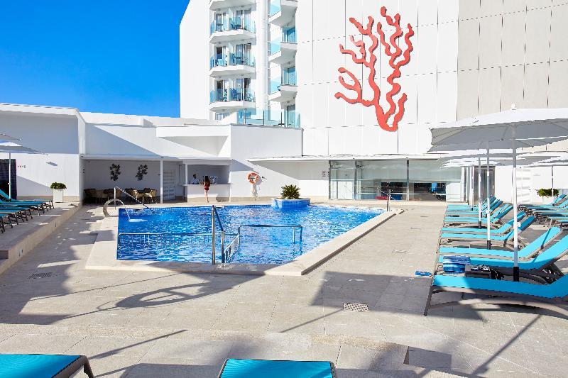 Pool Universal Hotel Perla