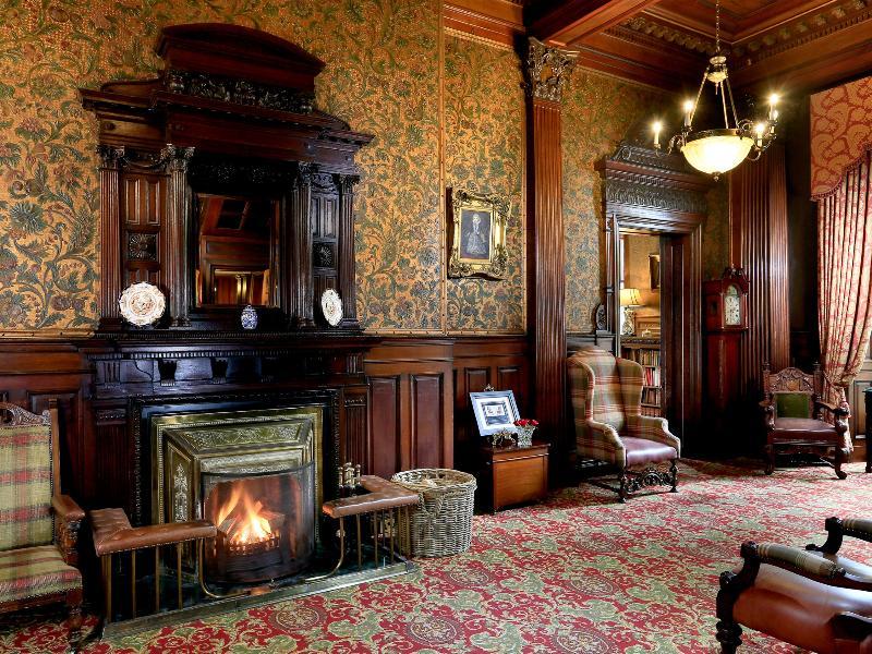 Lobby Macdonald Norwood Hall
