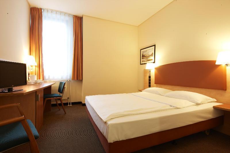 Room Intercityhotel Berlin Ostbahnhof