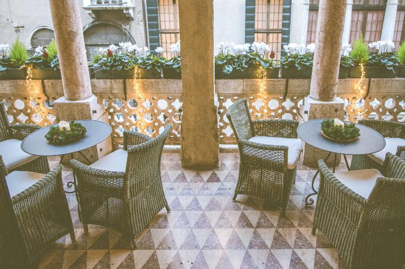 Bar Dona Palace
