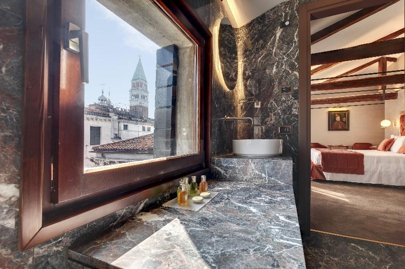 Room Dona Palace