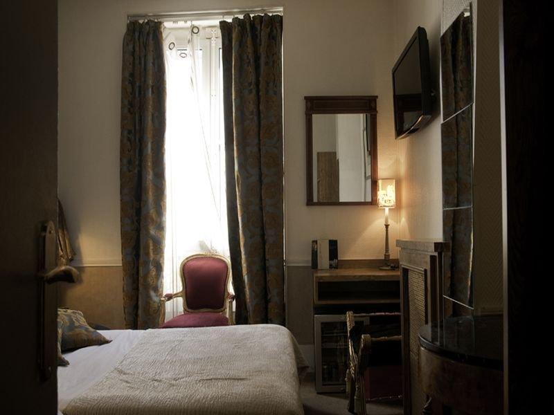 Room Paris Saint Honore