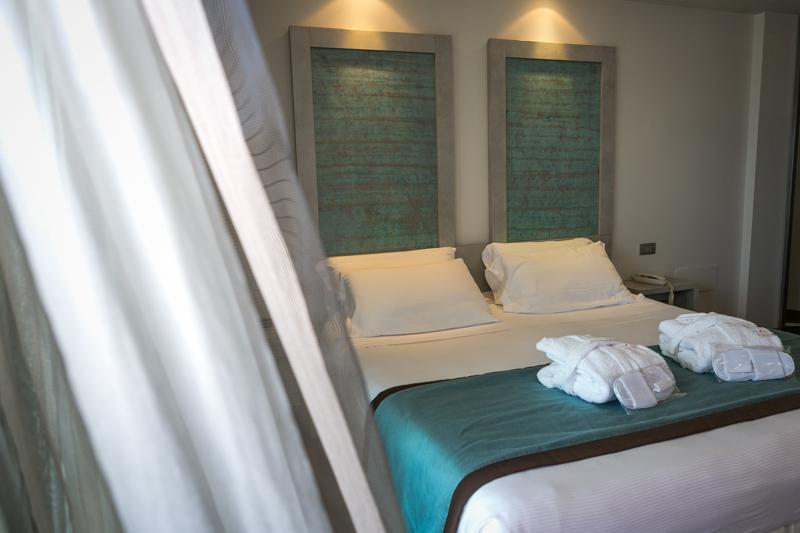 Room Yes Hotel Touring
