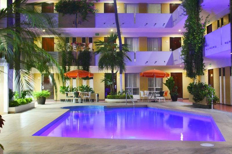 Pool Azteca Inn