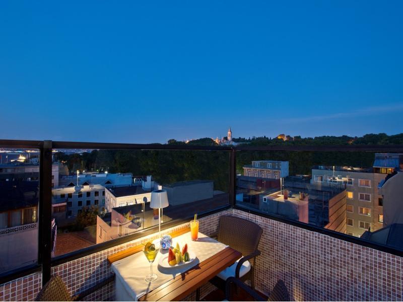 Terrace Erboy Hotel