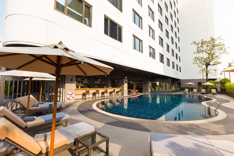 Pool Grand Mercure Bangkok Fortune