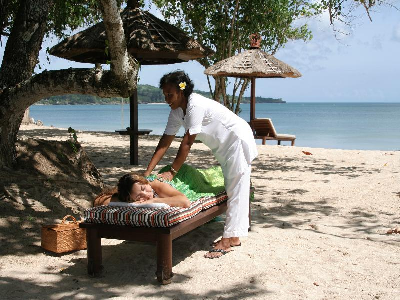 Echoing the island's tranquil ambience, we maintain age-old principles to bring Bali's healing spirit to life. Discover the ancient benefits of Ayurvedic herbal massage.