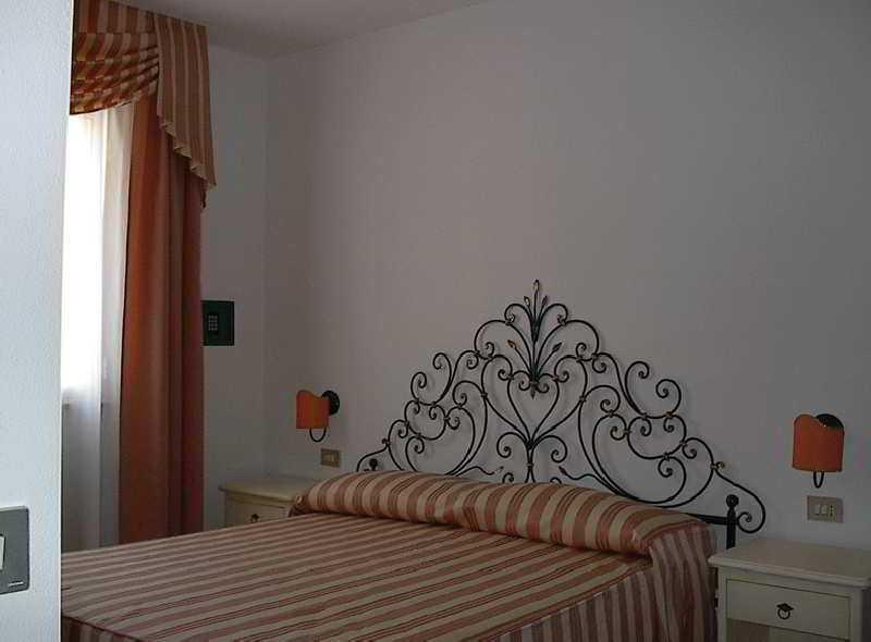 Room Terranova