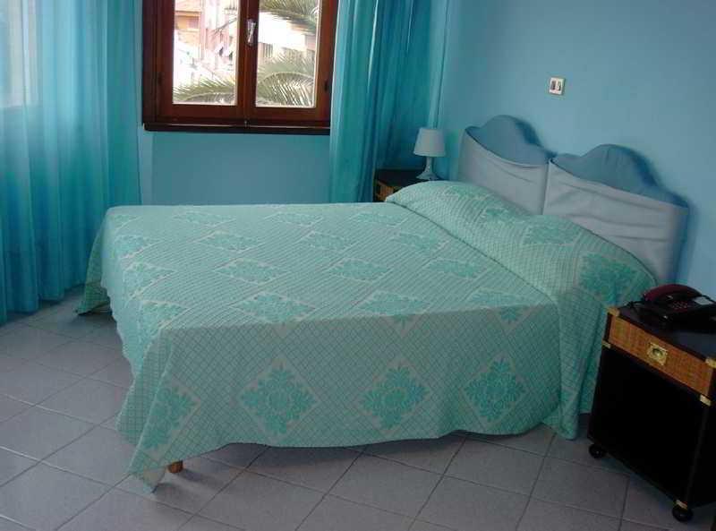 Room De Plam