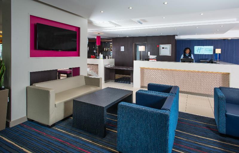 Lobby Holiday Inn Express Wandsworth Battersea