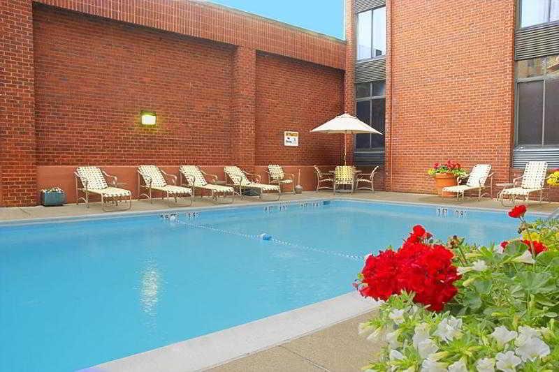 Pool Holiday Inn Georgetown