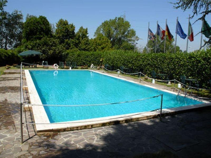 Holiday Inn Milano Assago - Pool - 2