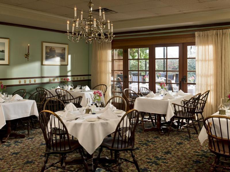 Restaurant Dan\'l Webster Inn