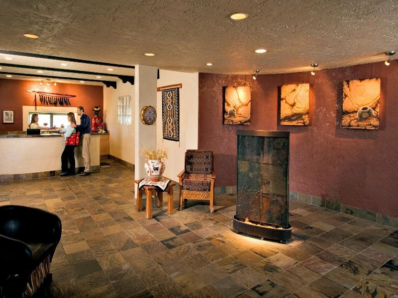 Lobby Far View Lodge