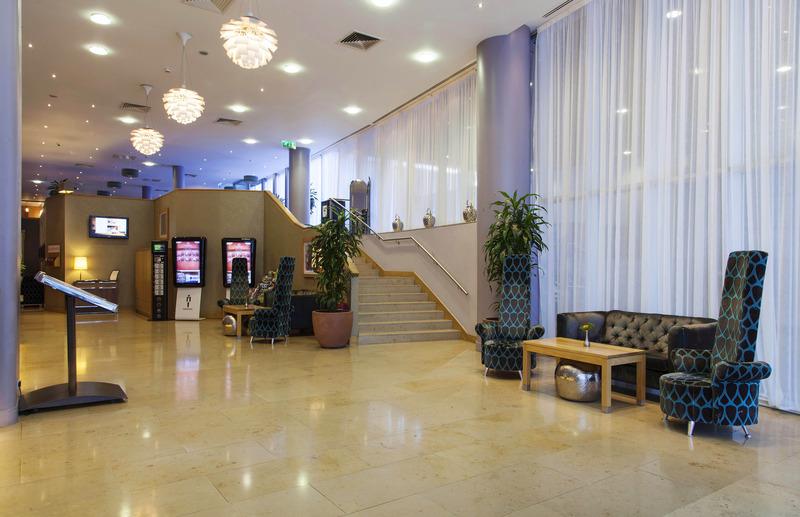 Lobby Clayton Hotel Cardiff Lane