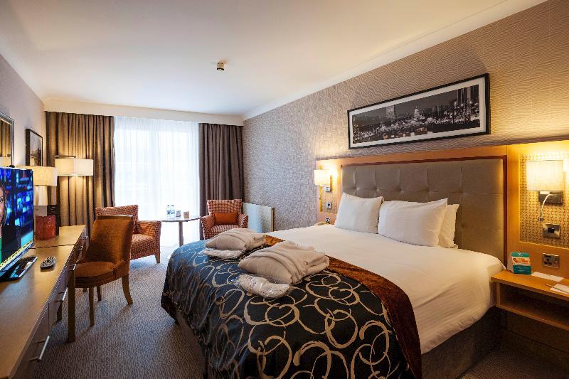 Room Clayton Hotel Cardiff Lane
