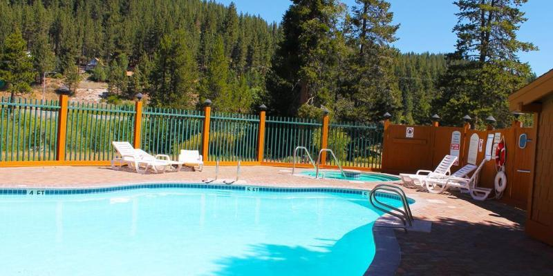 General view Holiday Inn Express Truckee