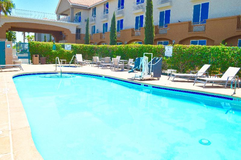 Pool Holiday Inn Express Calexico