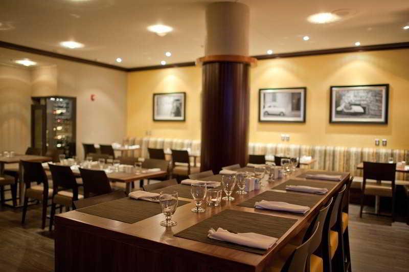 Restaurant Holiday Inn & Suites Ottawa Kanata