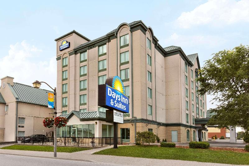 General view Days Inn Suites By Wyndham By The Falls