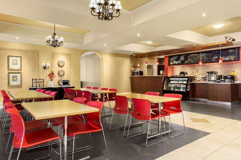 Restaurant Days Inn Suites By Wyndham By The Falls