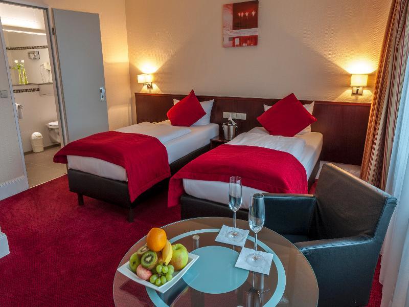 Room Leonardo Hotel Hamburg Elbbrücken