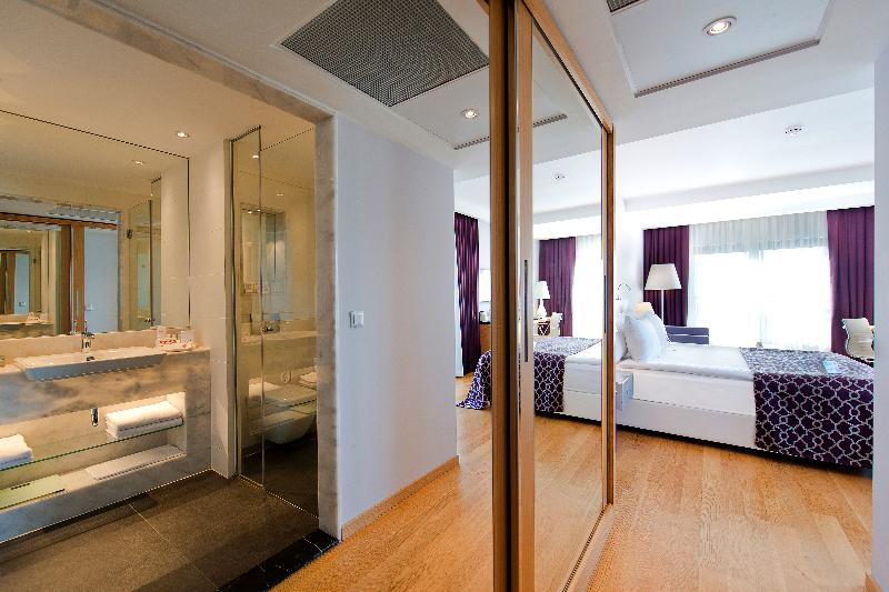 Room Akra V Hotel