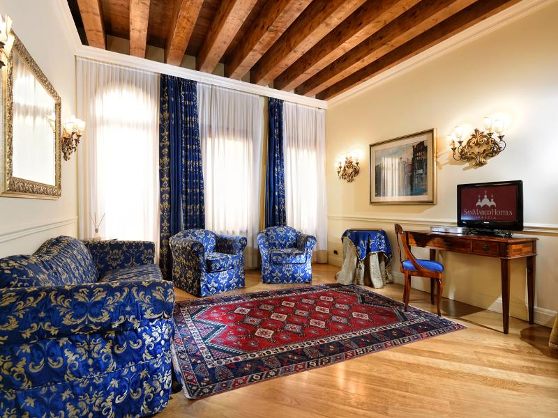 Room San Marco Luxury A Torre Dell\' Orologio Suites