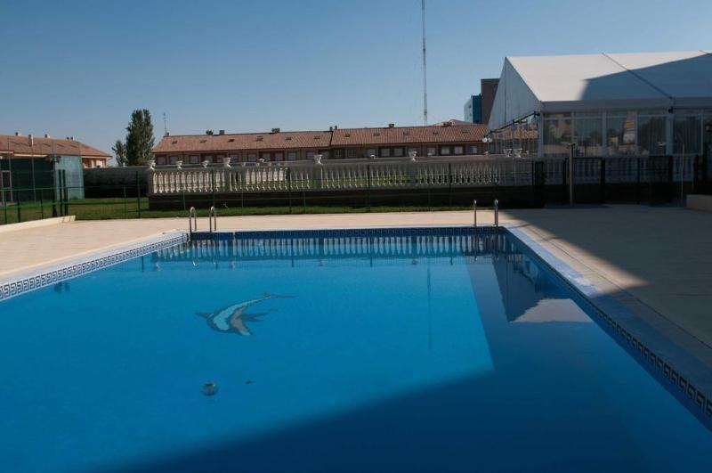 Pool Santiago De Leon