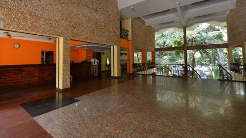Lobby Bambolim Beach Resort