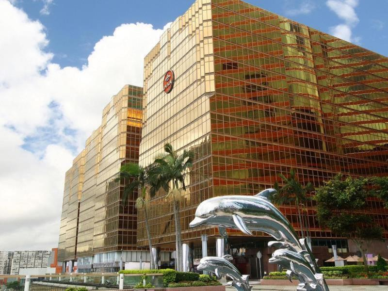General view Royal Pacific Hotel And Towers