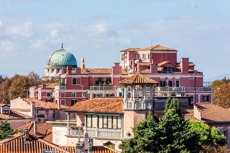 Terrace Venezia 2000