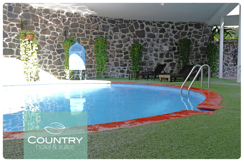 Pool Country Hotel & Suites