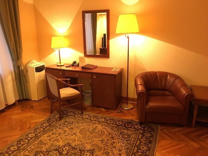 Room Arbat