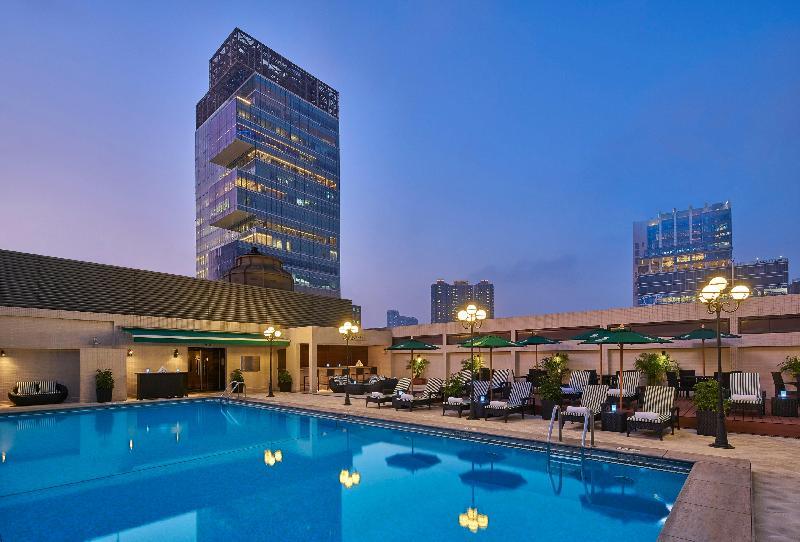 Pool Holiday Inn Golden Mile