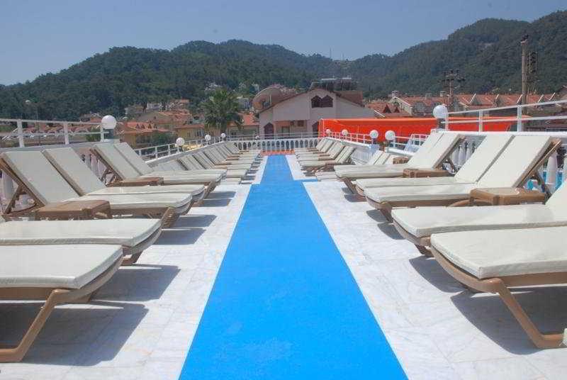 Terrace Mustis Royal Plaza
