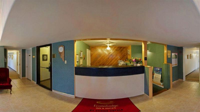 Econo Lodge & Suites - Hotel - 2