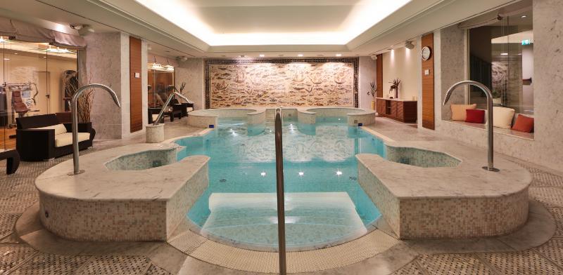 Pool Atahotel Principi Di Piemonte