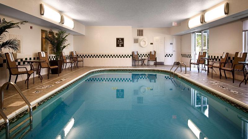 Pool Best Western Hilliard Inn & Suites