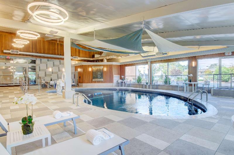 Pool Best Western Tlc Hotel
