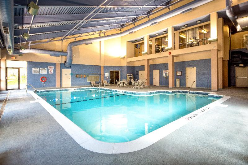 Pool Holiday Inn Toronto Mississauga