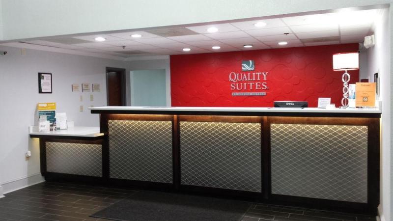 Quality Suites - Hotel - 3