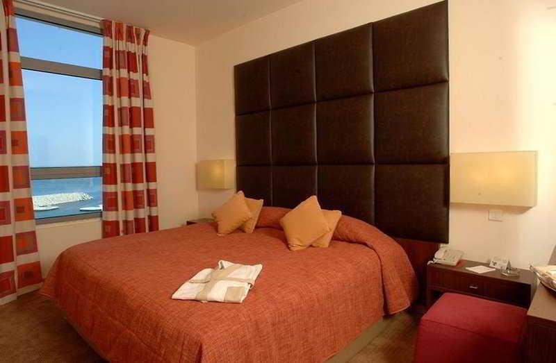 Room Monroe