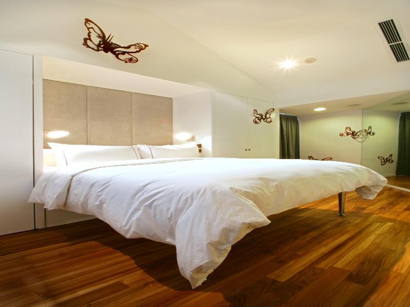 Room New Majestic Hotel