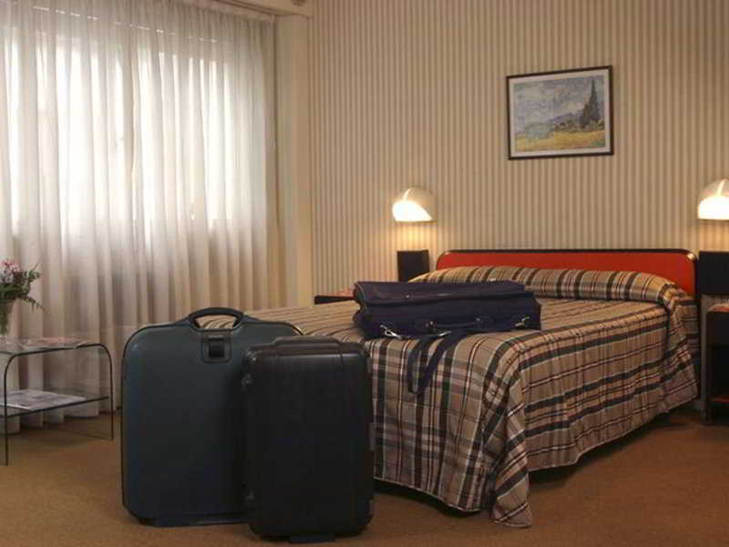 Room Gran Hotel Orly