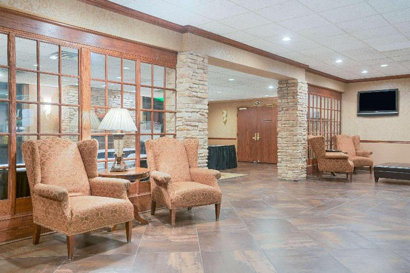 Lobby Ramada Conference Center By Wyndham Plymouth