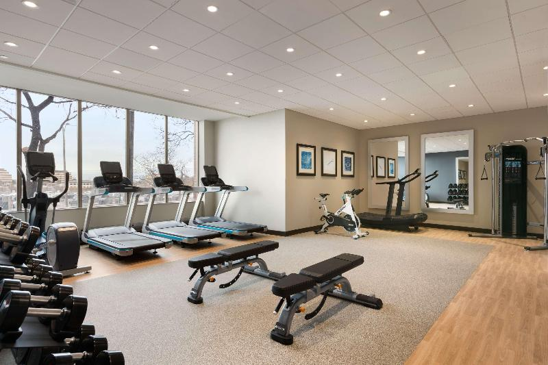 Sports and Entertainment Embassy Suites By Hilton Toronto Airport