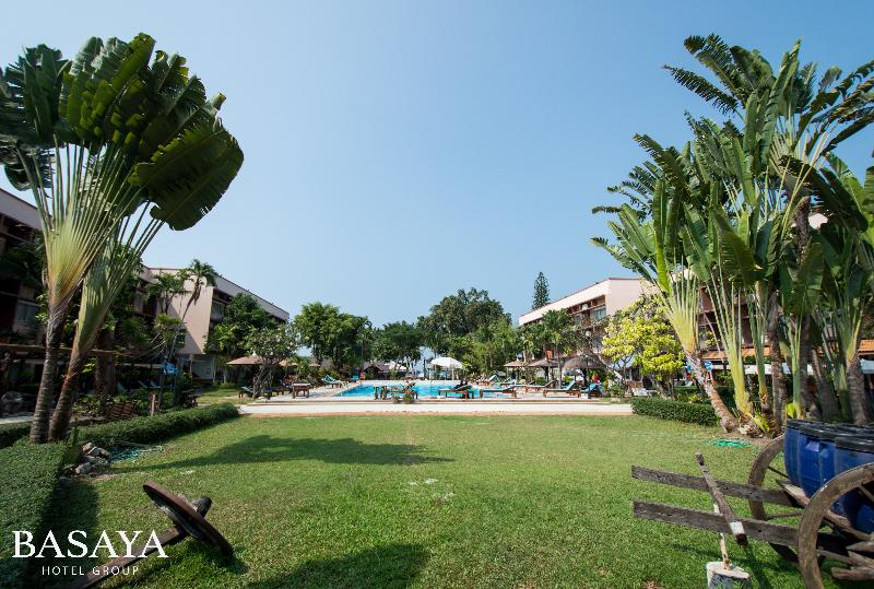 Pool Basaya Beach Hotel & Resort