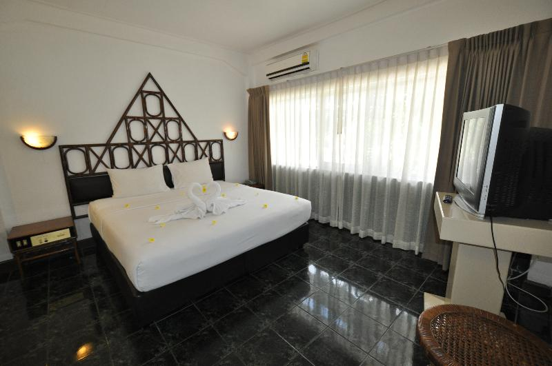 Room Basaya Beach Hotel & Resort