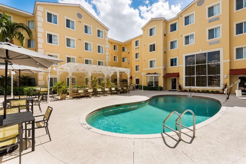 Pool Homewood Suites Bonita Springs